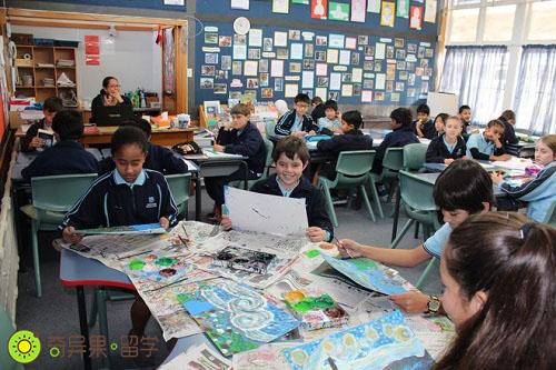 新西兰小学生上课
